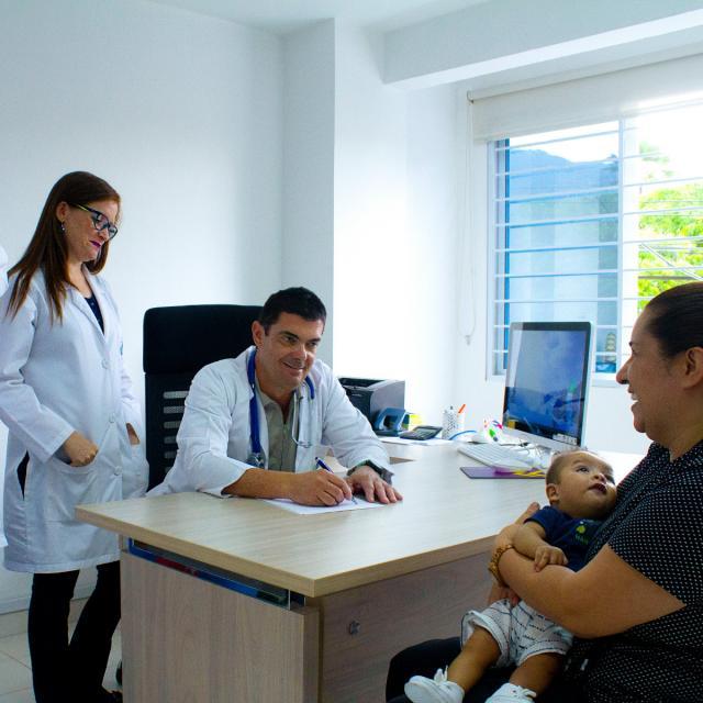 Consulta de neurología, neurocirugía, neuropediatría, medicina general
